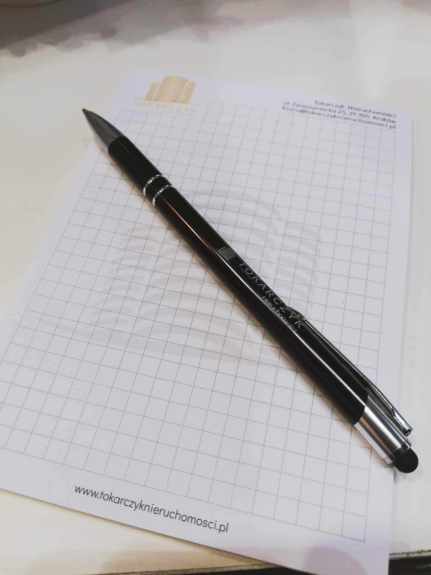 długopisy i notesy z logo Tokarczyk nieruchomości