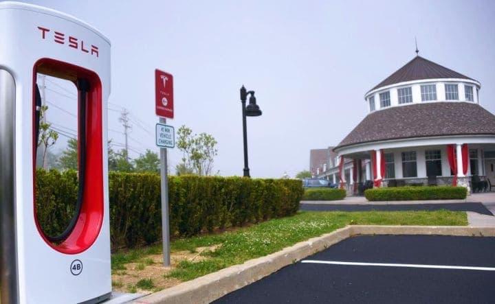 Stacja ładowania samochodu Tesla