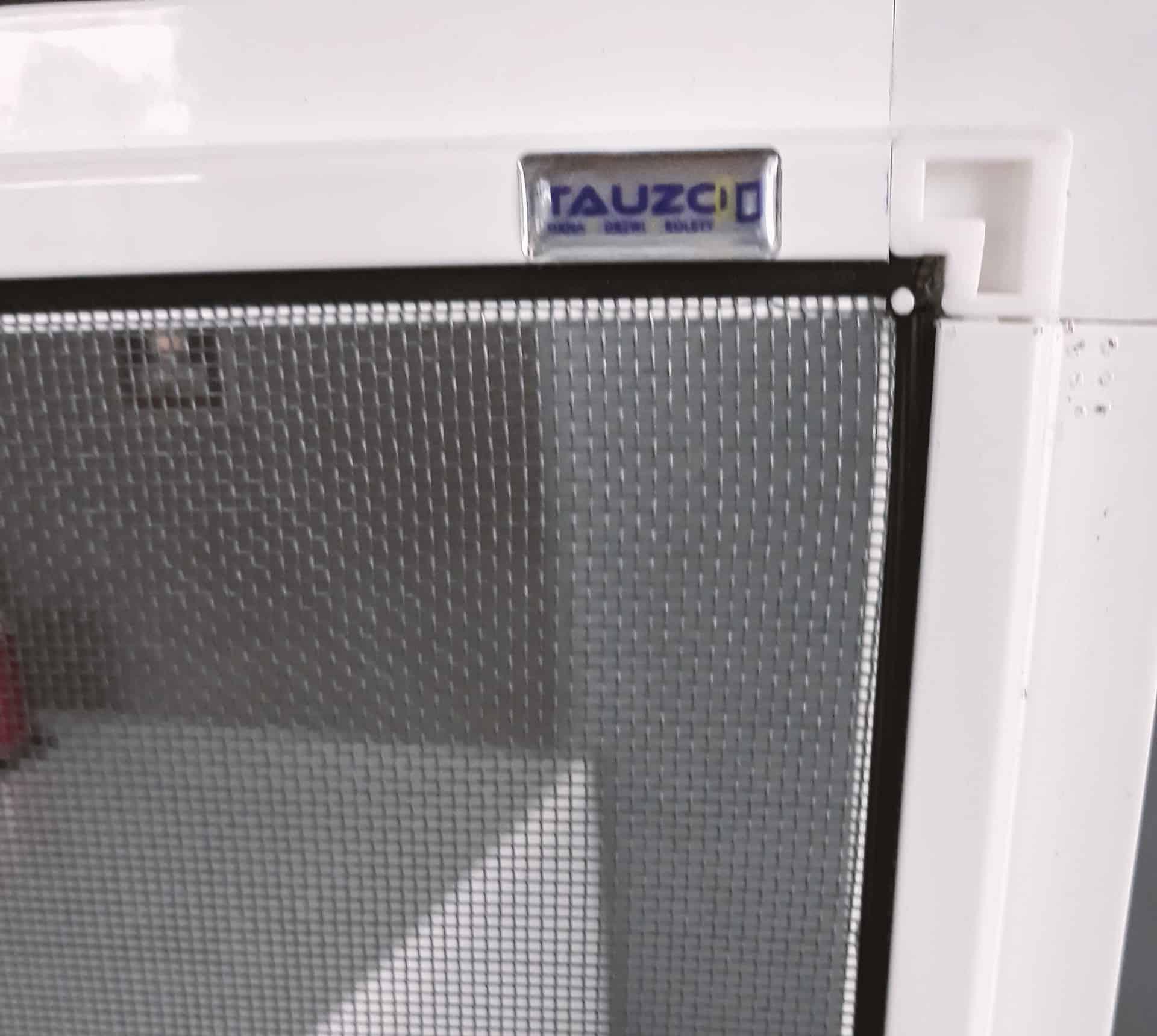 naklejka reklamowa z logo tauzod