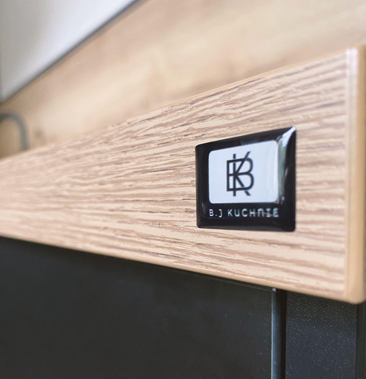 naklejki wypukłe z logo B.J Kuchnie