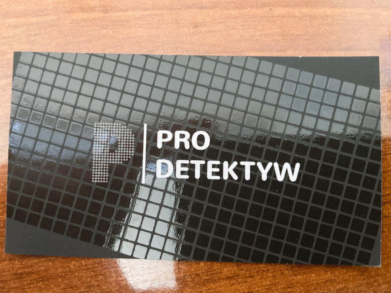 wizytówki z lakierem uv dla firmy Pro Detektyw