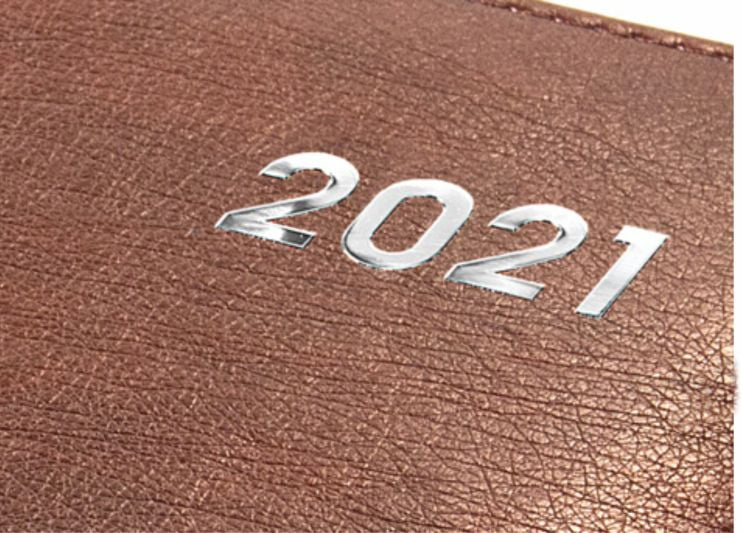 srebrzone tłoczenie roku 2021 na kalendarzu