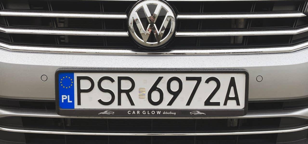 ramki pod tablice z nadrukiem CAR GLOW