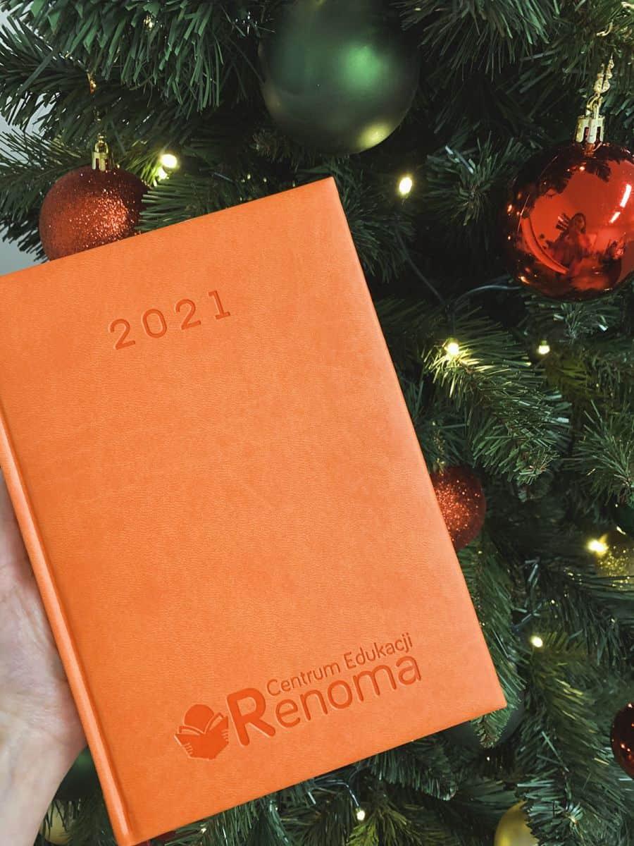 kalendarze książkowe z tłoczonym logo Centrum Edukacji Renoma