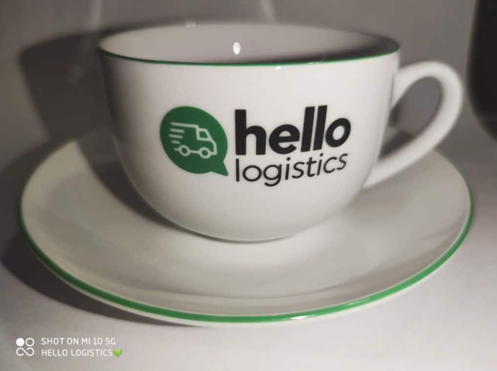 filiżanki reklamowe z logo hello logistics