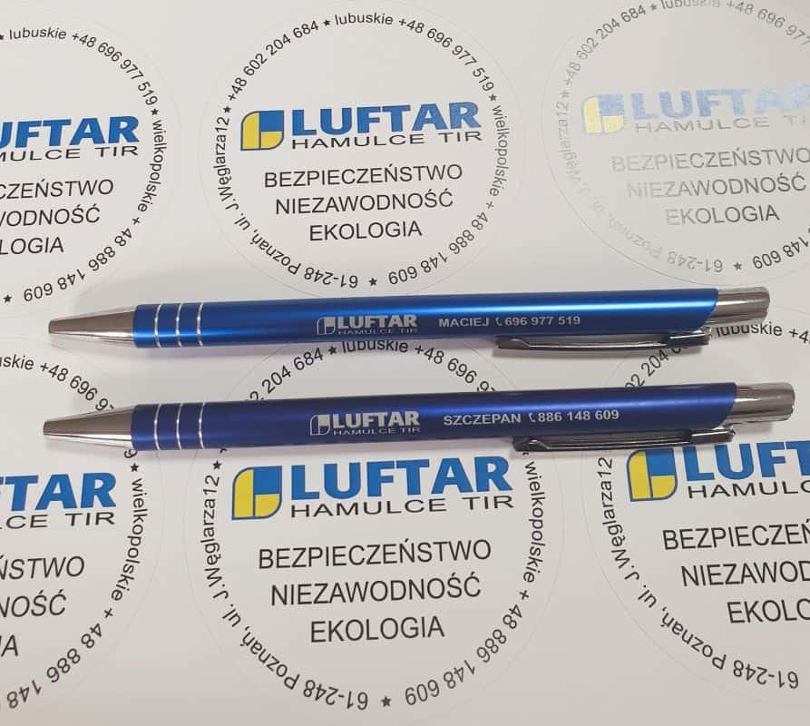 długopisy i naklejki z logo Luftar