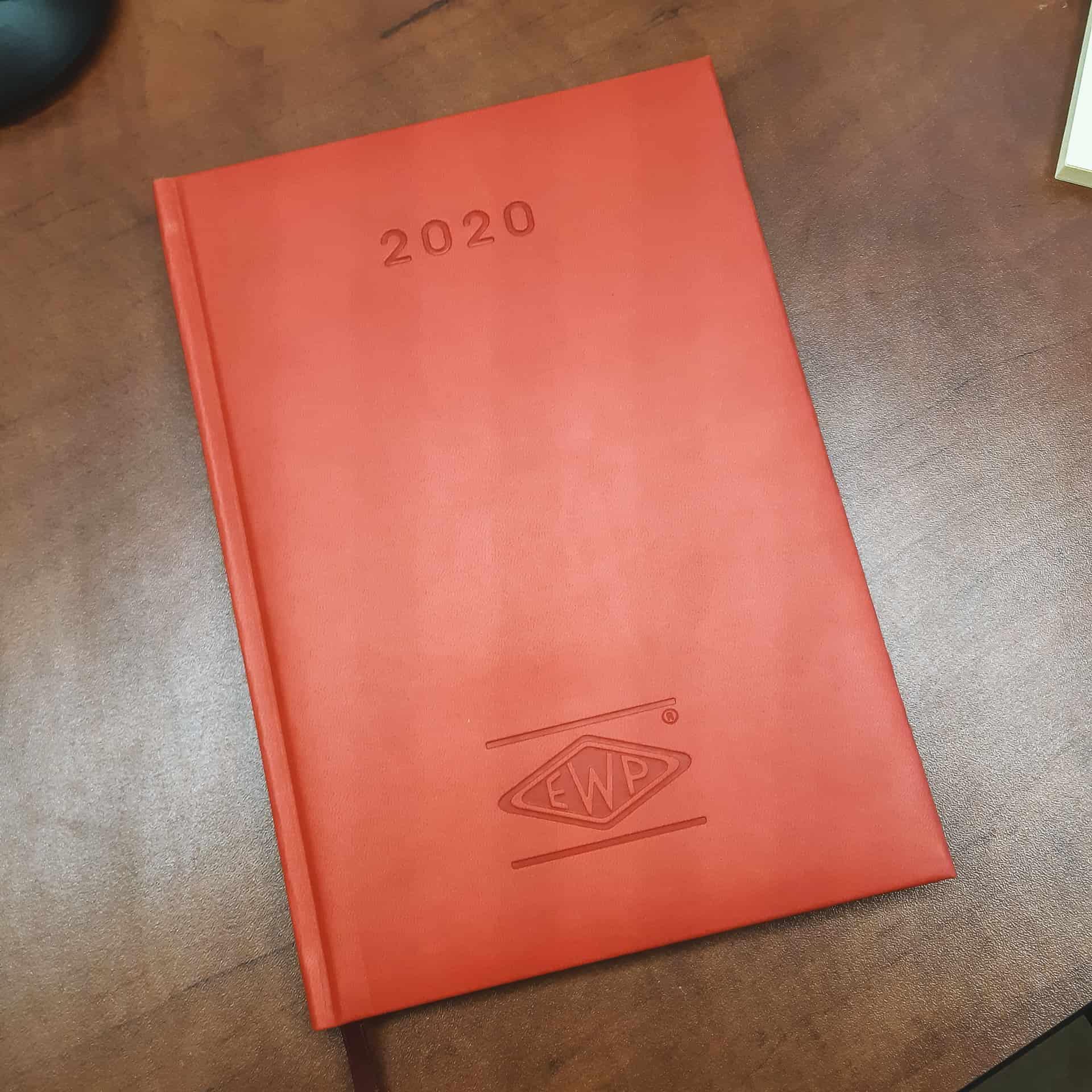 kalendarz książkowy z logo EWP