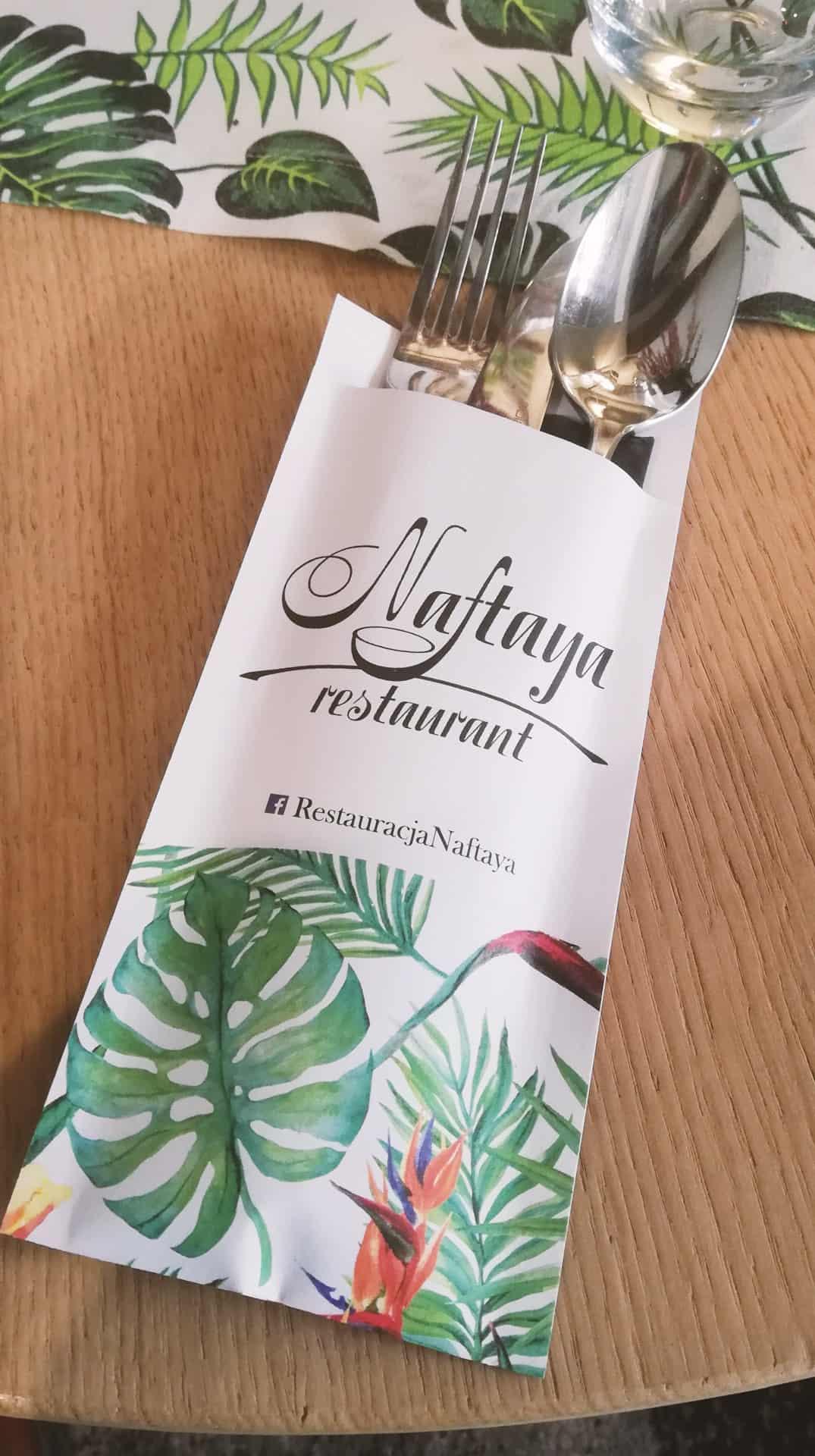 papierowe etui na sztućce z nadrukiem dla restauracji Naftaya
