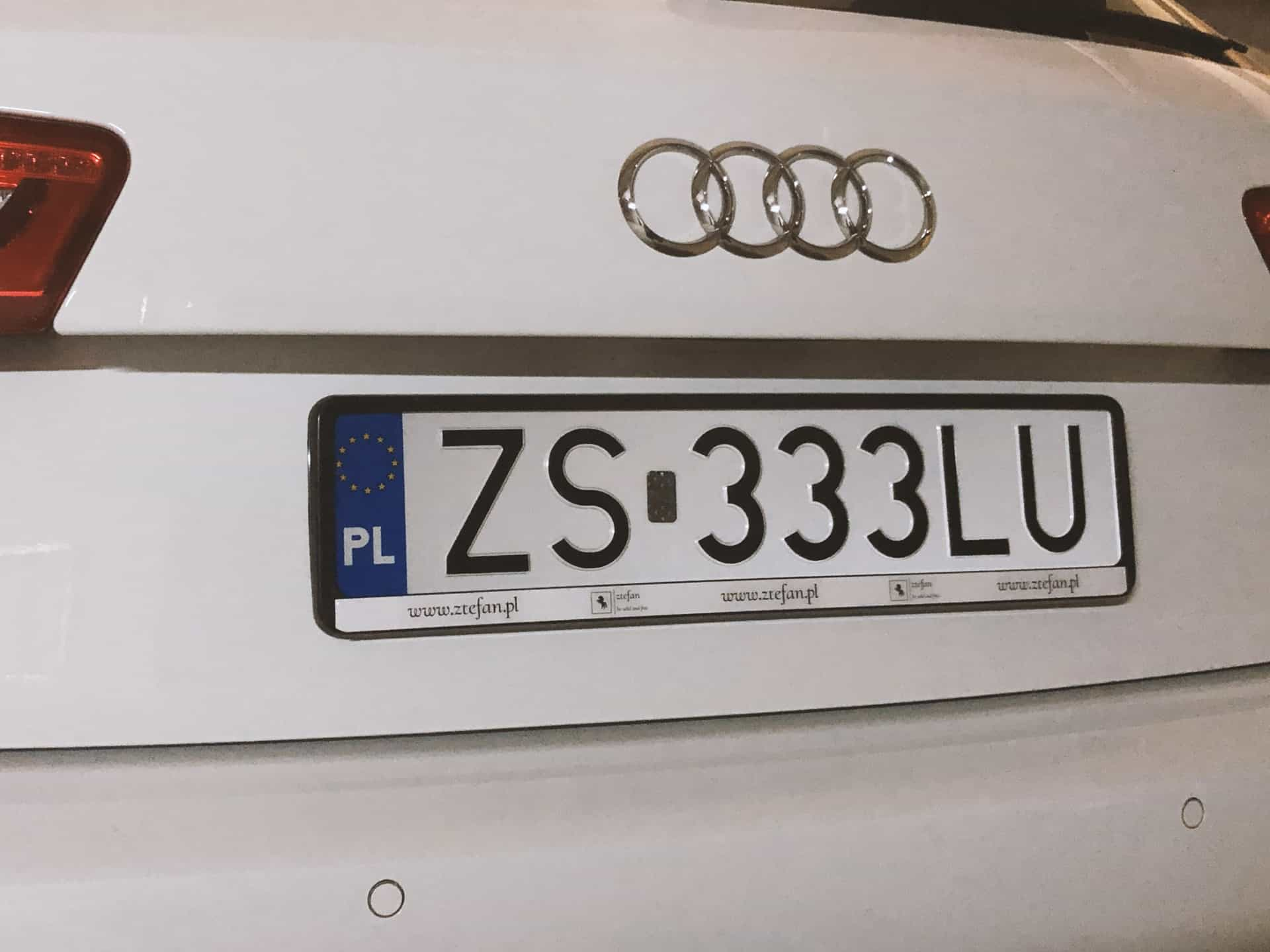 ramki pod tablice rejestracyjne z nadrukiem reklamowym i napisem www.ztefan.pl
