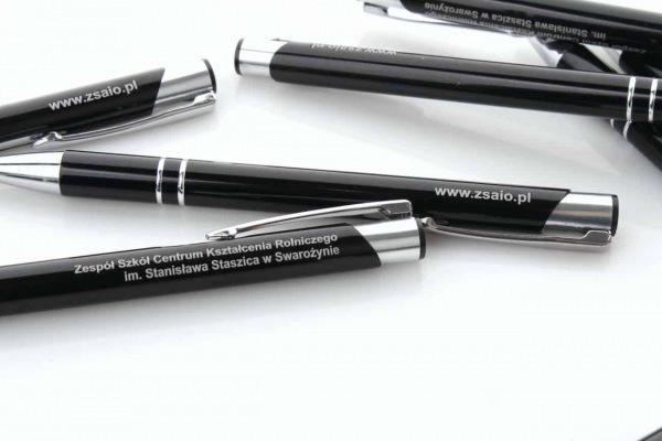 czarne długopisy z grawerem zsaio