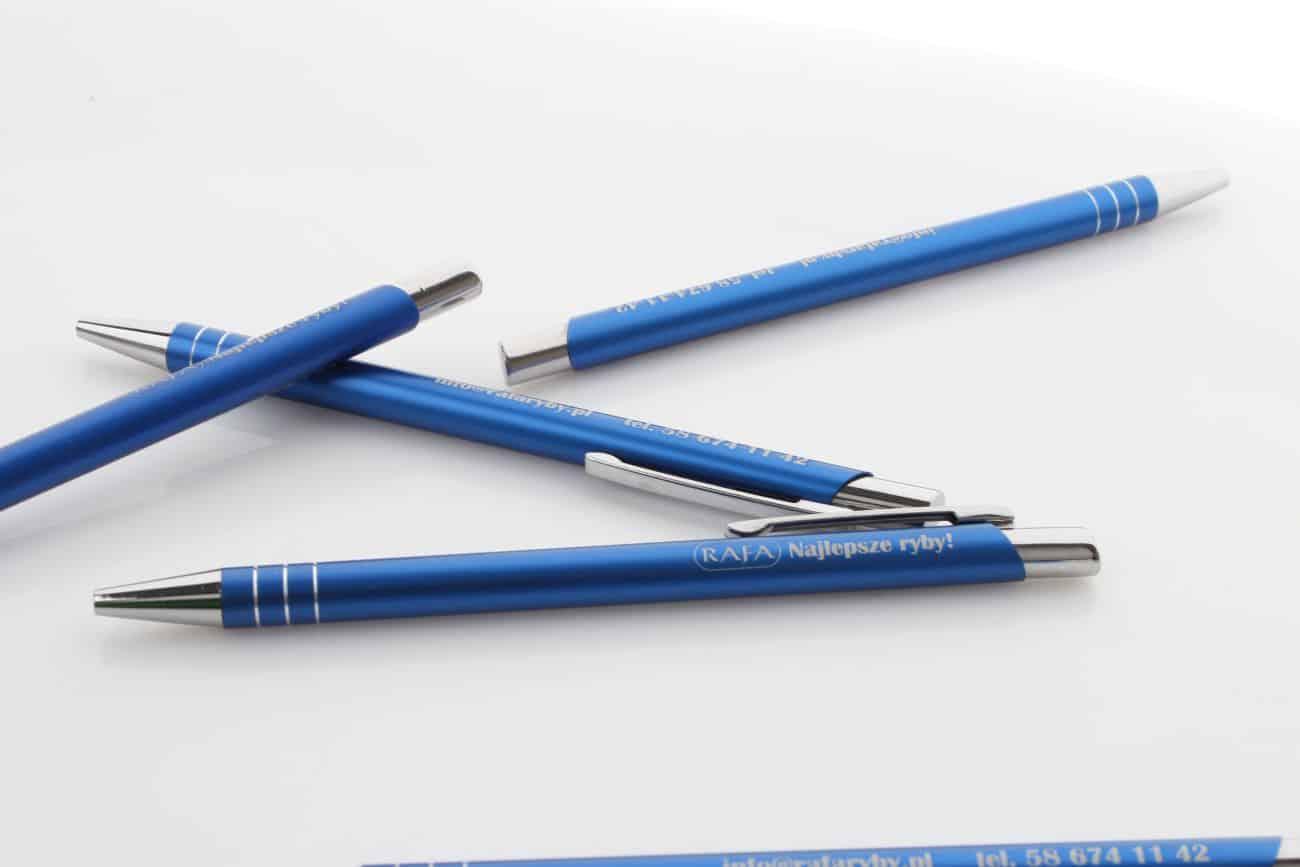 niebieskie długopisy z grawerem dwustronnym Rafa