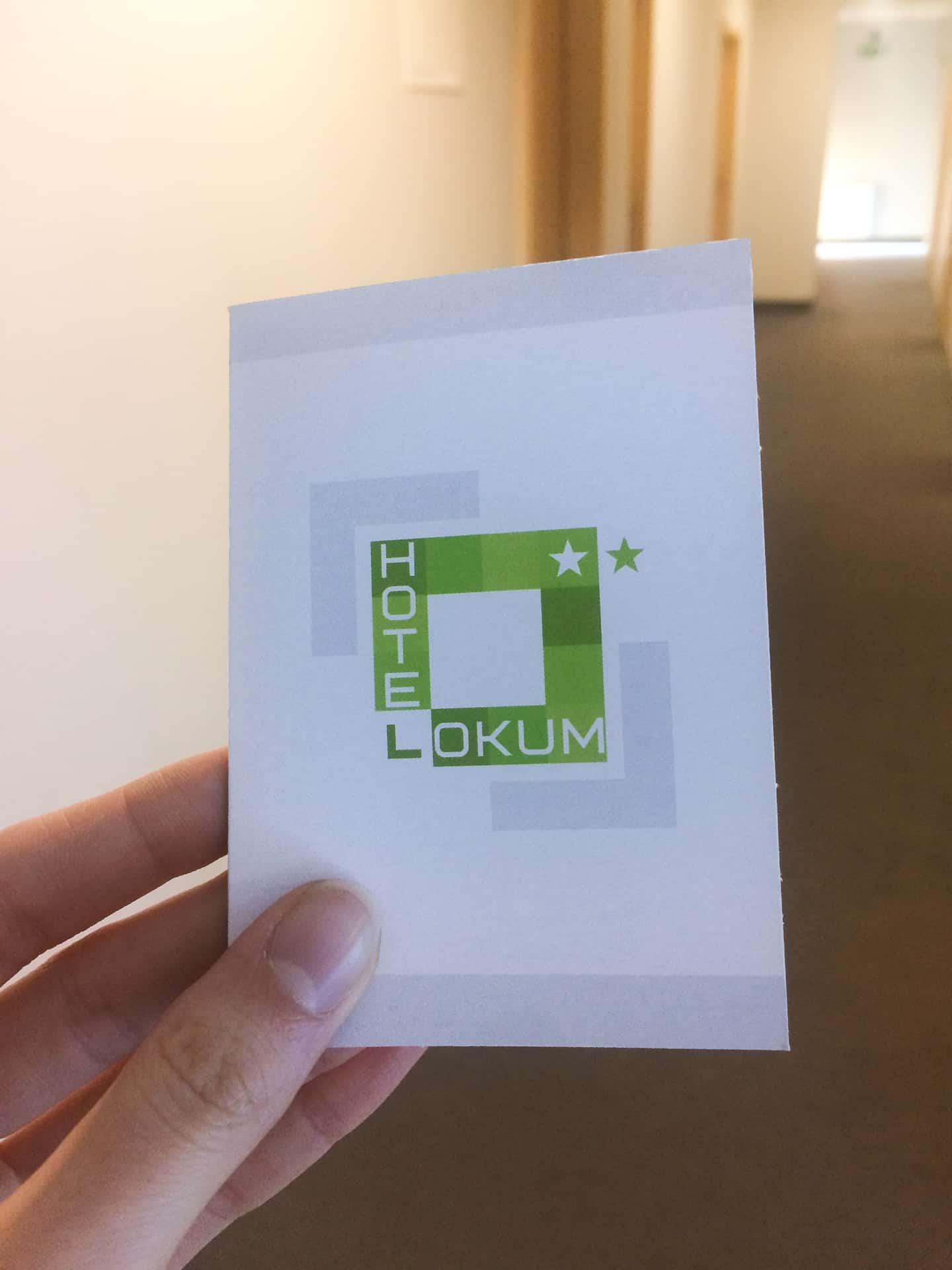 hotelowe etui na karty z logo hotel lokum