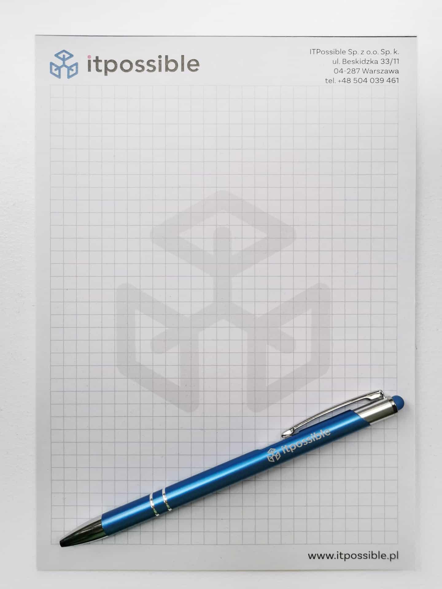 notesy w kratkę z logo firmy itpossible