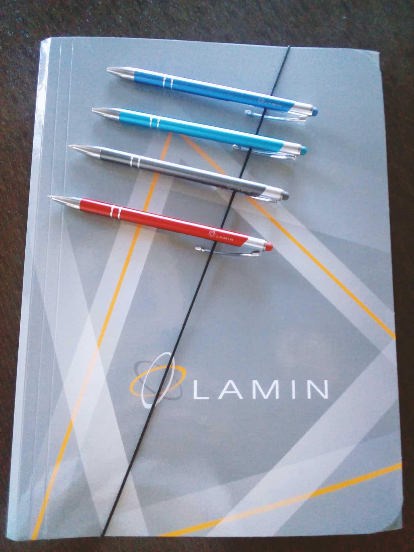 teczki i długopisy z logo Lamin