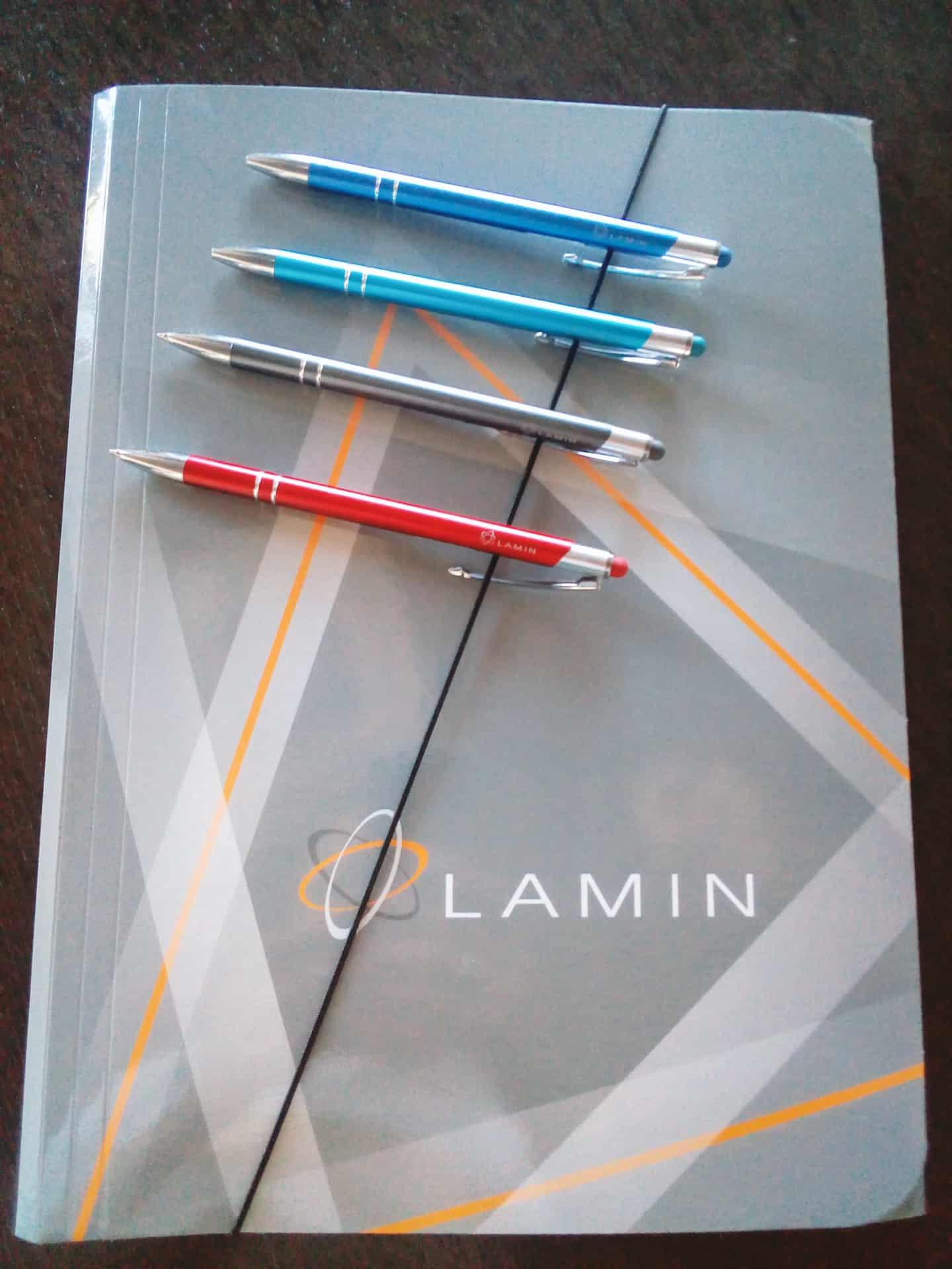 teczki duże i długopisy z logo Lamin