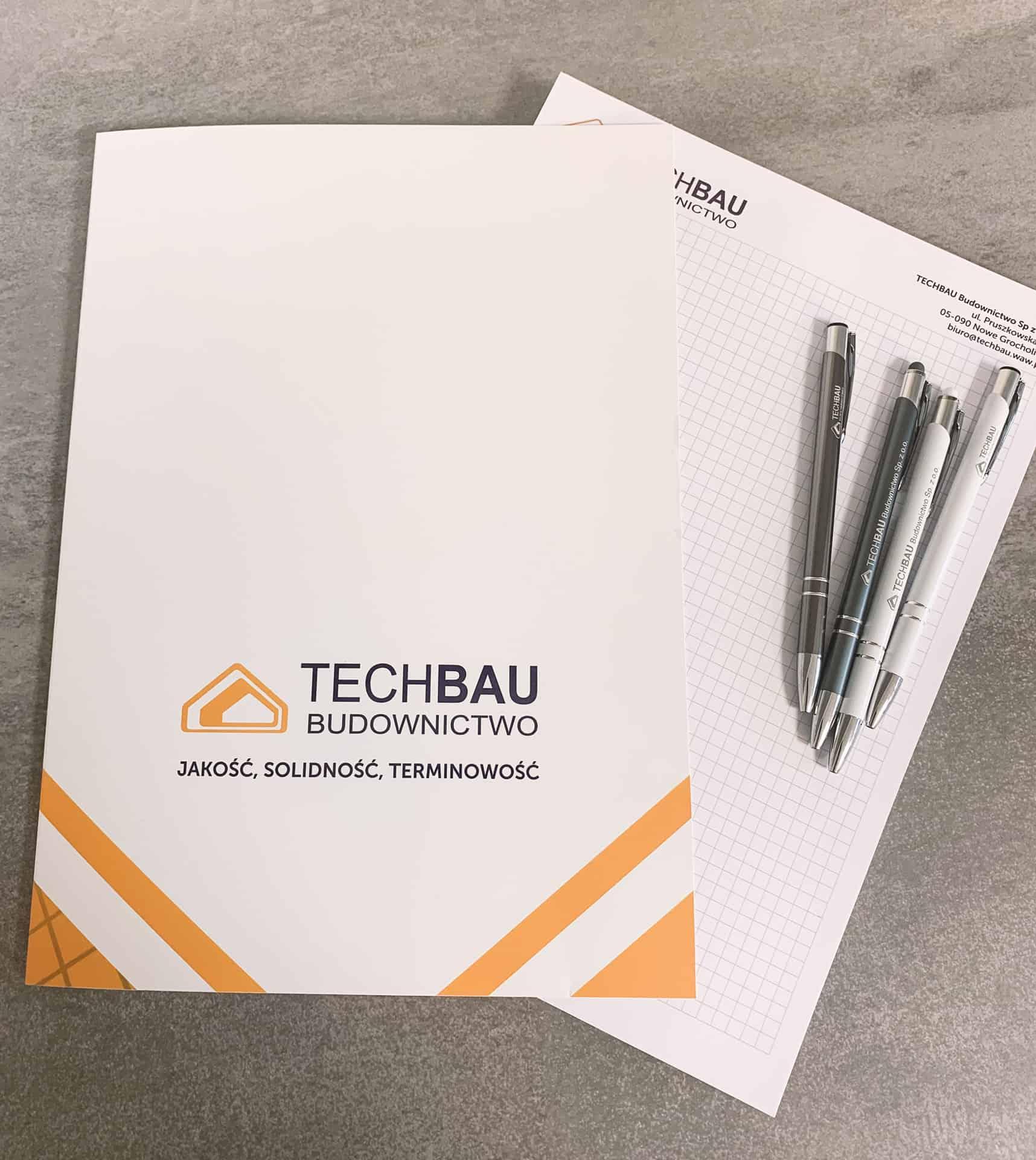 teczki i notesy z logo Techbau