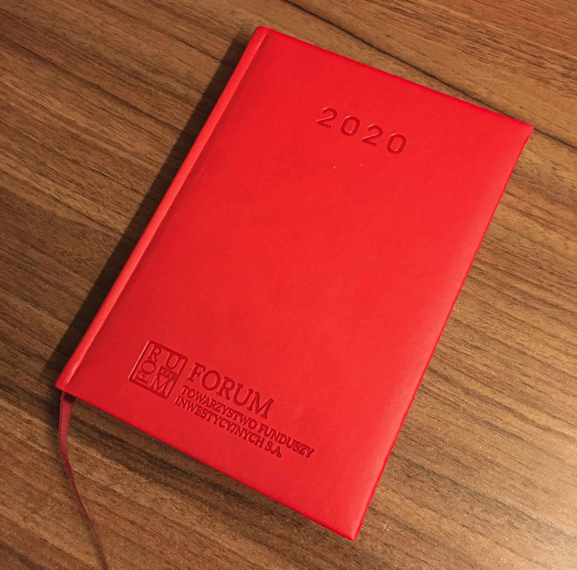 kalendarze książkowe z logo tłoczonym FORUM towarzystwo funduszy inwestycyjnych sa