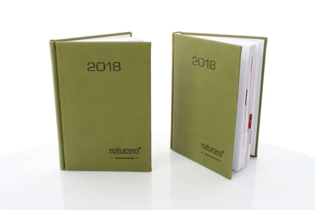realizacja kalendarzy książkowych z logo naturano