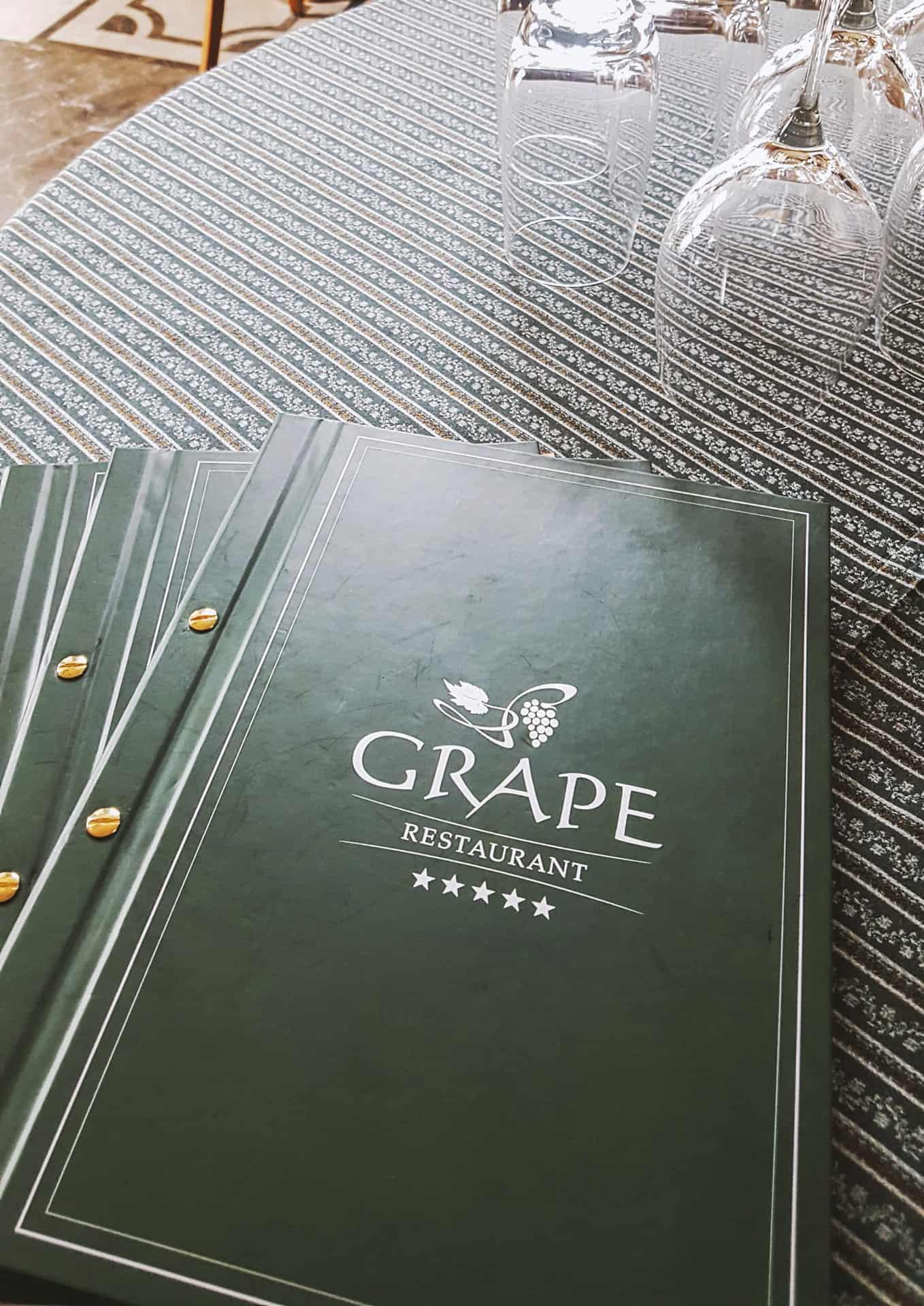 etui na menu z logo Grape