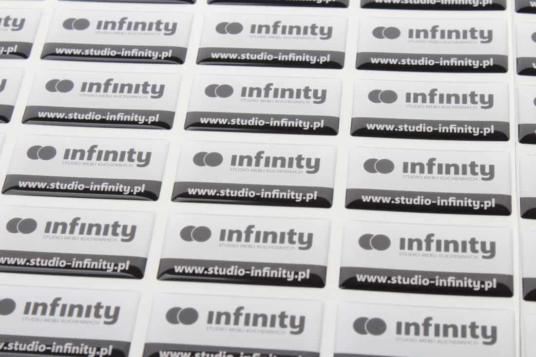 realizacja na naklejki wypukłe z reklamą firmy infinity
