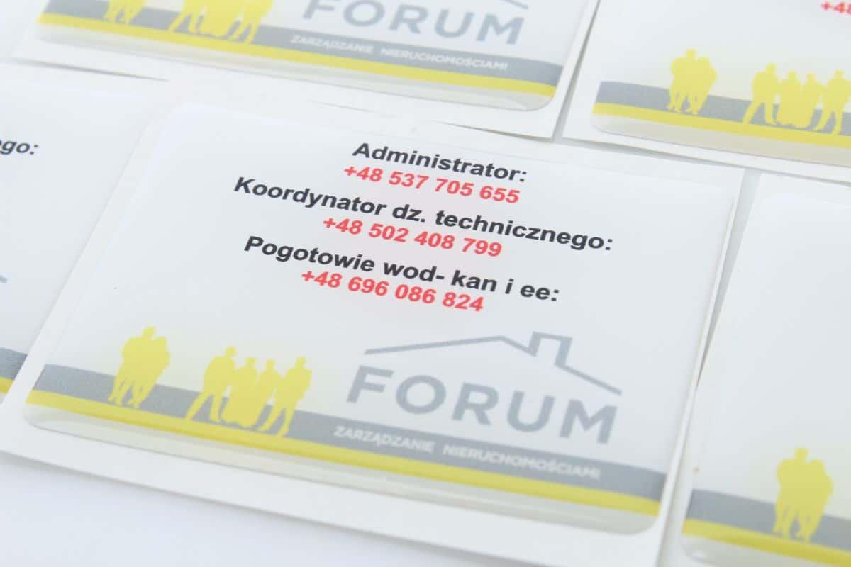 zdjęcie naklejek firmowych 3d z logo Forum