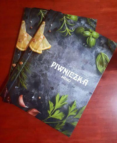 Etui na kartę menu z logo restauracji Piwniczka
